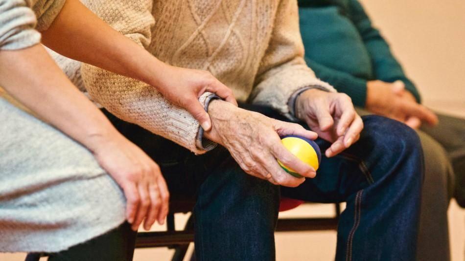 Можно ли получать пенсию умершего супруга