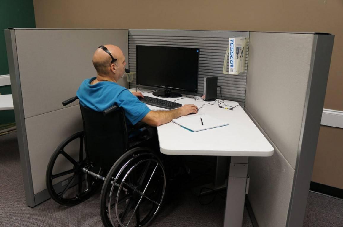 Может ли работодатель уволить инвалида и как это сделать